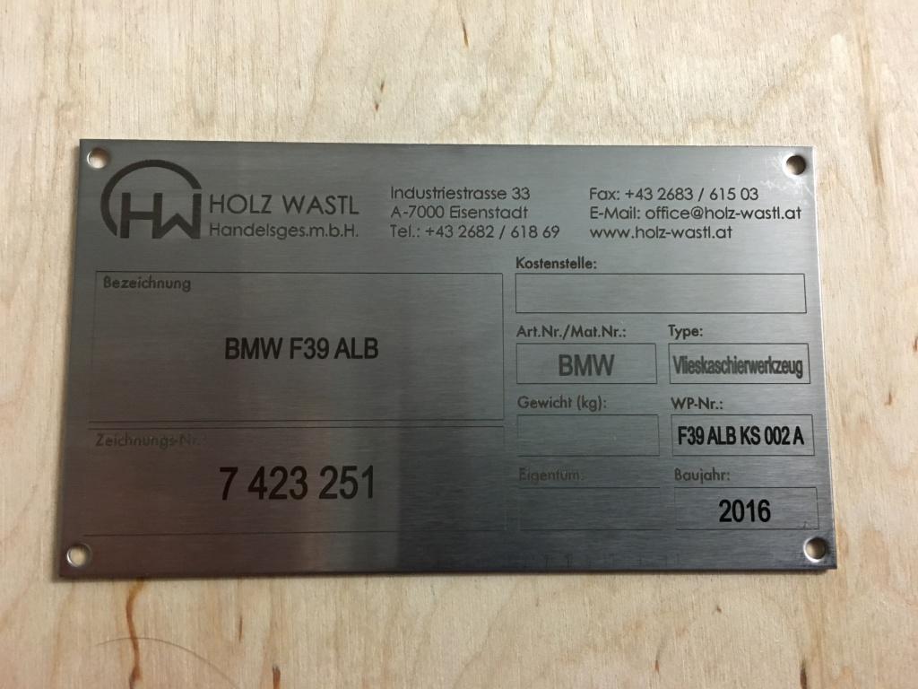 výrobní štítek z nerezové oceli gravírování značení popouštění
